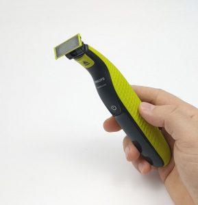 Philips OneBlade QP2520 je hybridní zastřihovač vousů