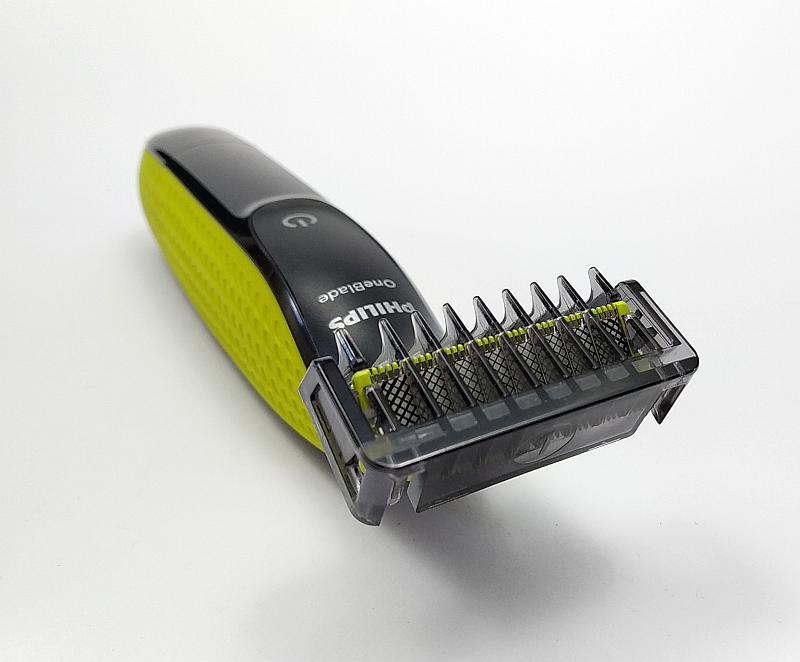 Mezi uživateli převládají pozitivní recenze na zastřihovač vousů Philips OneBlade QP2520/20